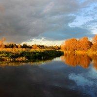 Река играет бликом золотым :: Павлова Татьяна Павлова