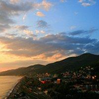 Как хочется туда, где ласковые волны в солёном и лазурном Чёрном море ... :: Евгений Юрков