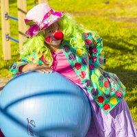 Девушка на шаре :) :: Елена Баландина