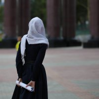 Девушка, гуляющая у храма :: Ilona An