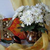 Эти белоснежные...Хризантемы нежные... :: Татьяна Смоляниченко
