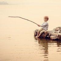 Маленький рыбак :: Александр