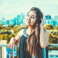 на фоне города :: Екатерина Смирнова