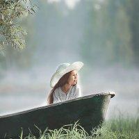 девочка в лодке :: Наталья Момот