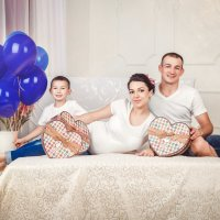 Дина с семьей :: Мария Дергунова
