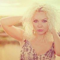 Красота женщины не в одежде,  фигуре или прическе,  она в блеске глаз. :: Viktoria Lashuk