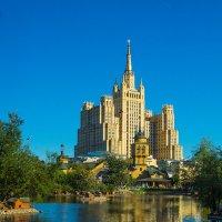 Москва, вид на высотку на Баррикадной из зоопарка :: Игорь Герман