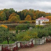 Дворец Марли в золоте осени :: Николай Белавин