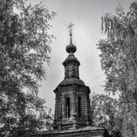 Колокольня рядом с церковью Иоанна Предтечи. Ярославль. :: Сергей Тагиров