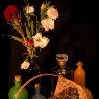 Натюрморт с корзинкой и бутылками :: Alla