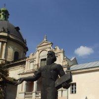 Львов. Памятник Ивану Фёдорову. :: Виктор Тарасюк