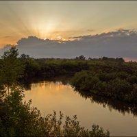 В лучах заходящего солнца :: Олег Фролов