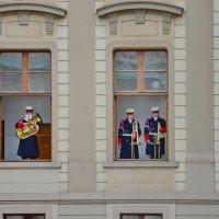 Смена караула в Пражском граде :: Владимир Брагилевский