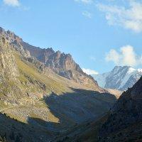 Ущелье в горах :: Горный турист Иван Иванов