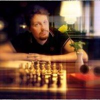 Портрет молодого человека с жёлтой розой :: Станислав Лебединский