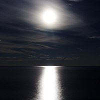 Лунная дорожка блистает серебром... :: Сергей Погодаев