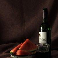 Арбуз с вином... :: Владимир Секерко