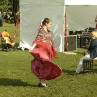 кто сидит, кто говорит, кто танцует :: Михаил Жуковский