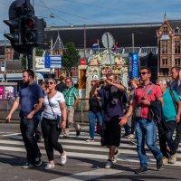 В Амстердаме у пешеходного перехода :: Witalij Loewin