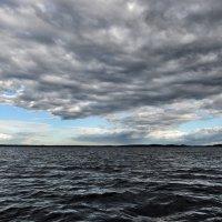Потемнело синее море, набежали тучи злые... :: Valeriy(Валерий) Сергиенко