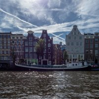 Вид из канала на архитектуру Амстердама :: Witalij Loewin