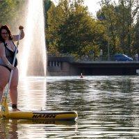 как изменилась девушка с веслом! :: Grigory Spivak