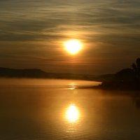 Рассвет на реке :: Алексей