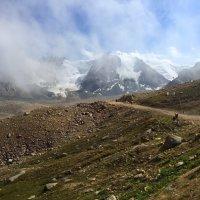 Мечта горы - летать; Несбыточен полет, Но в виде облака Мечта ее плывет. :: Anna Gornostayeva