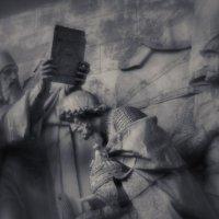 Старинный барельеф :: Зоя Азимут