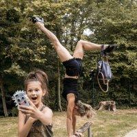 devocka uvidela acrobatiku v parke :: Anatol Stykan