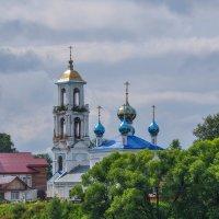 Церковь на берегу Волги. :: Сергей Тагиров
