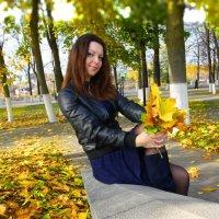 осень в городском парке :: Андрей Дружинин