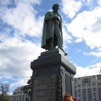 Памятник великому поэту :: Дмитрий Никитин