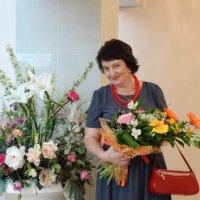 С цветами :: Ирина Голубева