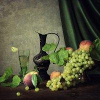 Натюрморт с вином и фруктами :: Ирина Приходько