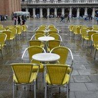 Желтые стулья на площади Сан-Марко :: Николай Танаев