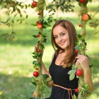 В яблоневом саду :: Галина Сергеевна
