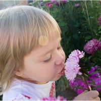 Девочка и цветок :: Елена Исхакова