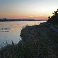 Вечером на большой реке... :: Александр Попов