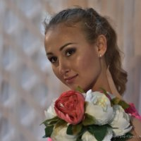 Портрет девушки с цветами :: Юрий Пузанов