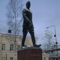 Памятник уходит! :: Марина Домосилецкая