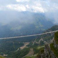Смельчак! Вид на горы на Розе Хутор. Сочи. :: Михаил Поскотинов