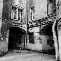Старый дворик :: Валерий Смирнов
