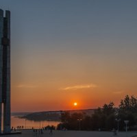 Пылал закат зарёю алой.  Ижевск – город в котором я живу! :: Владимир Максимов