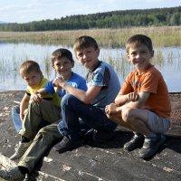 Дети после рыбалки :: Дмитрий Петренко