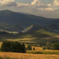 И луч дневной, горит в горах на рёбрах туч 6 :: Сергей Жуков
