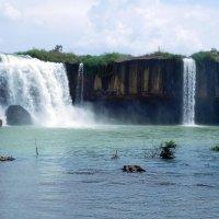 Водопад в провинции Даклак. Вьетнам. :: ирина