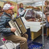 На ярмарке в Вильнюсе, Литва :: Vsevolod Boicenka