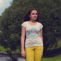 Девушка в парке летом. :: Дмитрий Строж