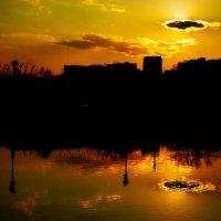 Городской закат :: Александр Аполонов